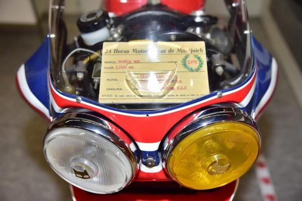 SALON-MOTO-LEGENDE-2015-Stand-HONDA-La-RCB-1000-de-1978-de-LEONet-CHEMARIN-Championne-d-Europe-et-victorieuse-du-BOL-D-OR-Photo-Max-MALKA