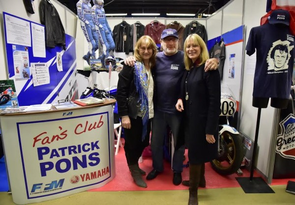 SALON-MOTO-LEGENDE-2015-Stand-PATRICK-PONS-Fan-Club-avec-Jean-Paul-BOINET-Marylin-et-Florence-COTARD-RENAUDAT-Photo-Max-MALKA