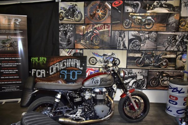 SALON-MOTO-LEGENDE-2015-Stand TRIUMPH-Photo-Max-MALKA