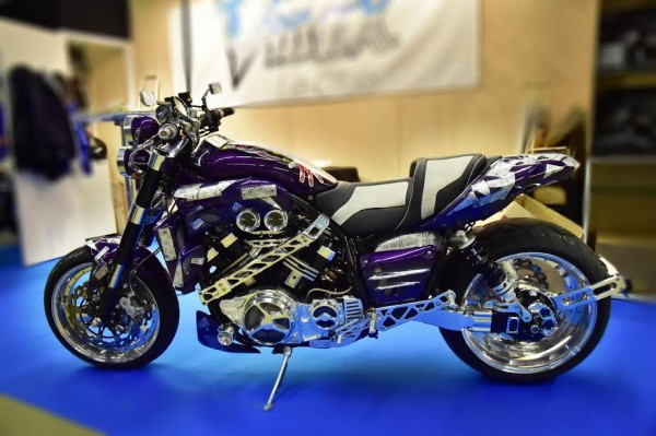 SALON-MOTO-LEGENDE-2015-Stand-VMAX-1200-de-1986-Photo-Max-MALKA
