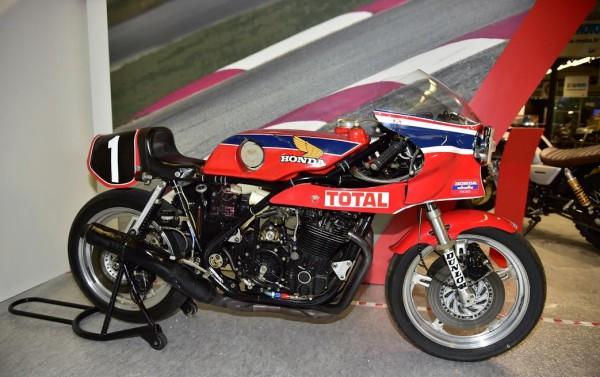 SALON-MOTO-LEGENDE-2015-Stand-la-RCB-1000-de-1978-4-fois-Championne-d-Europe-de-1976-a-1979-4-BOL-D-OR-et-Championne-du-Monde-1980-Photo-Max-MALKA