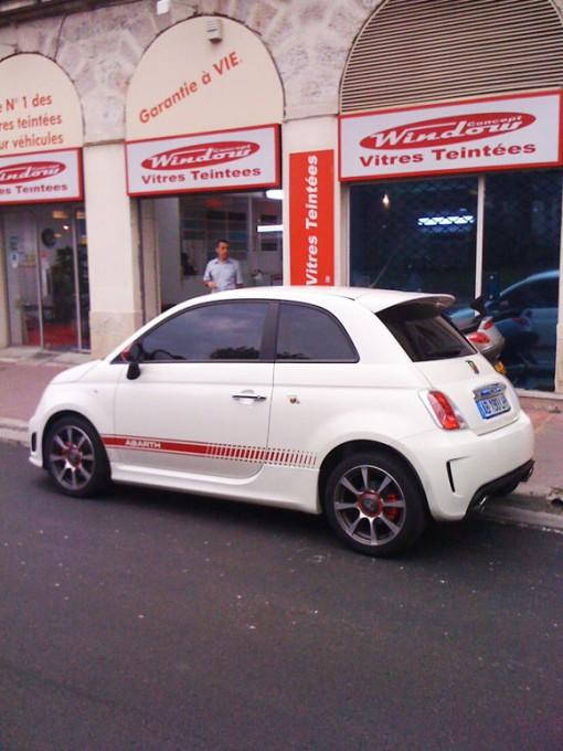 Une-voiture-equipee-de-vitres-teintées