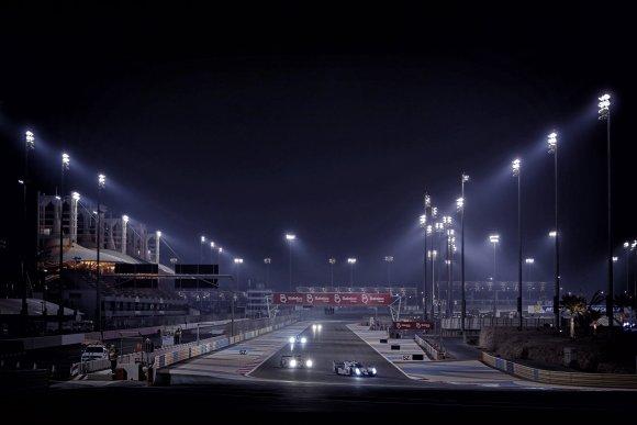 WEC-2015-BAHREIN-LA-LIGNE-DROITE-DES-STANDS