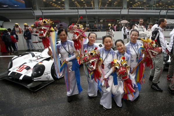 WEC-2015-SHANGHAI-ANIMATION-LOCALE-DEVANT-LE-STAND-PORSCHE