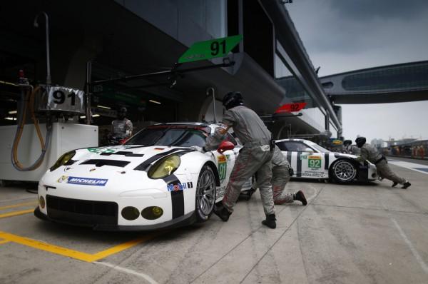 WEC-2015-SHANGHAI-Les-deux-Porsche-911-RSR-du-Porsche-Team-Manthey.