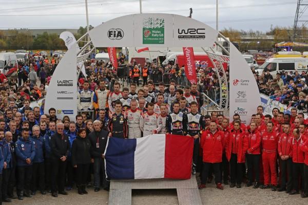 WRC 2015 WALES GB RALLY Les pilotes et les Teams observent une minute de silence.