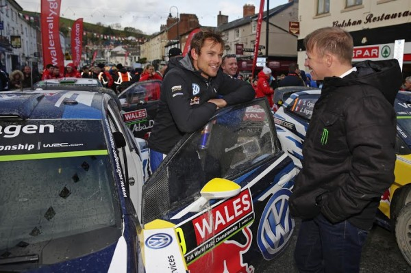 WRC-2015-WALES-GB-RALLY-Rencontre-entre-MIKKELSEN-et-PETER-SOLBERG
