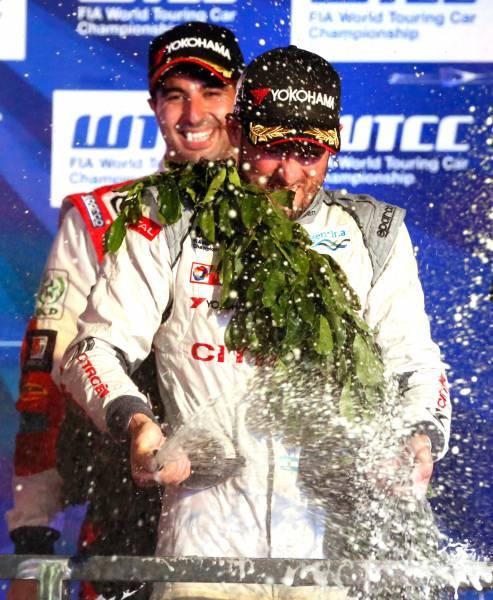 WTCC-2015-BURIRAM-Dimanche-1er-Novembre-JOSE-MARIA-LOPEZ-victorieux-de-la-1ére-VOURSE-conserve-son-titre-de-CHAMPION-du-MONDE