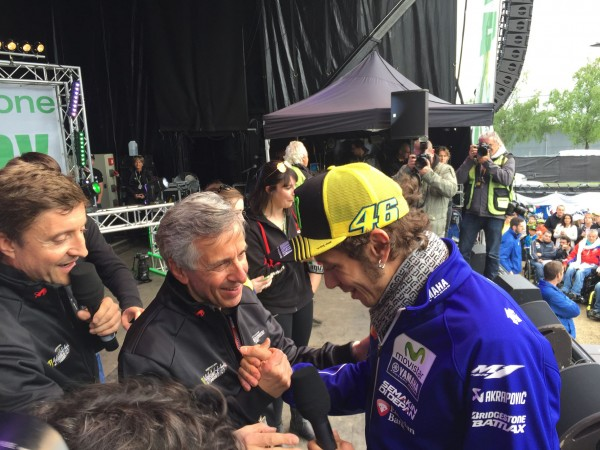 CLAUDE MICHY ET VALENTINO ROSSI A LA FAN ZONE
