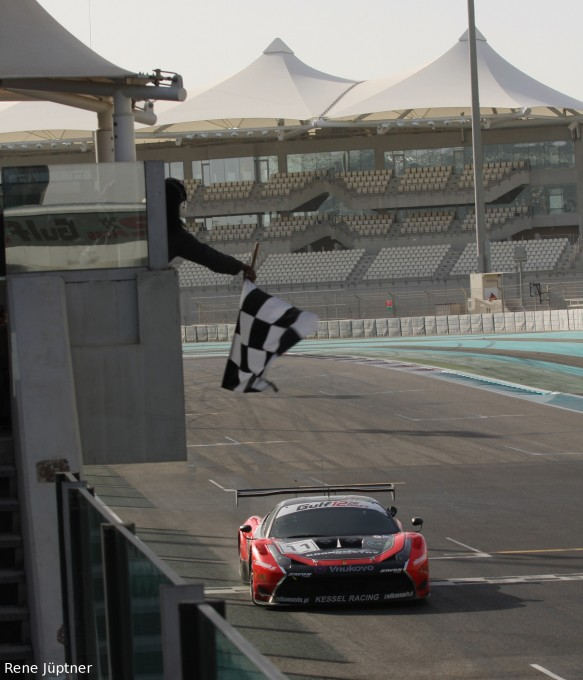 12-HEURES-ABOU-DHABI-2015-La-FERRARI-F458-du-KESSEL-Racing-remporte-la-course-samedi-12-décembre