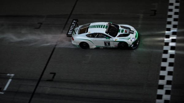 12-HEURES-DE-SEPANG-2015-La-BENTLEY-CONTINENTAL-GT-3-de-VINCENT-AVRIL-GUY-SMITH-ertSTEVEN-KANE