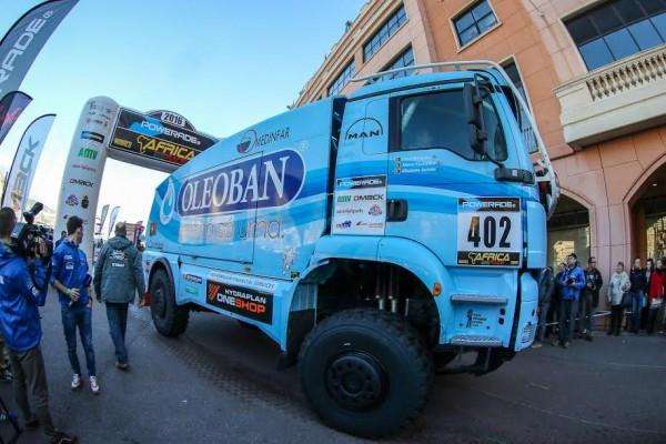 AFRICA-RACE-2015-Elisabete-JACINTO-et-ses-équipiers-au-depart-de-MONACO-le-27-décembre-