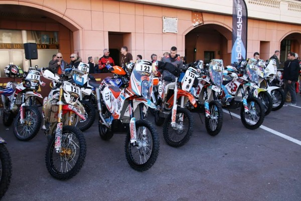 Africa Race 2016 -31 motos au depart de MONACO - photo Jean-François Thiry