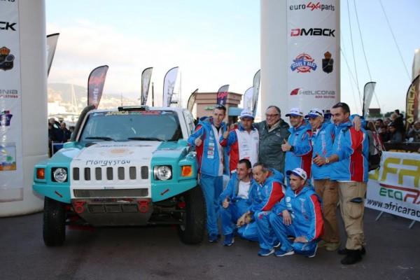 Africa-Race-2016-léquipe-KAZAKH-Yuriy-Sazonov-Aleksey-Kuzmivk-et-leur-Hummer-photo-Jean-François-Thiry.