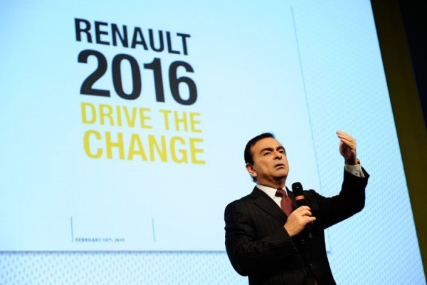 CARLOS GHOSN au Salon de FRANCFORT le mardi 15 Septembre 2015.j
