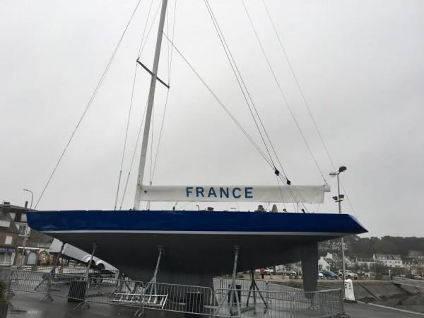COUPE-DE-LAMERICA-1970-Le-FRANCE-du-1er-défi-Français-du-BARON-MARCEL-BICH-est-en-exposition-permanente-sur-le-port-de-La-TRINITE-sure-Mer-Photo-AUTONEWSINFO
