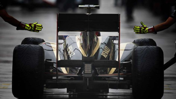 F1-2015-RENAULT-RACHETE-LOTUS-F1-TEAM