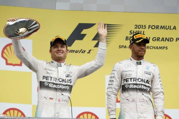 F1-2015-SPA- Podium pour les deux pilotes MERCEDES HAMILTON 1er devant ROSBERG