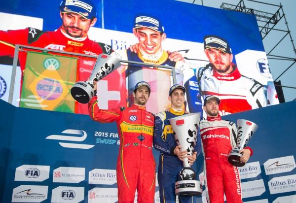 FORMULE E 2015 PEKIN Le podium aved le vainqueur BUEMI et ses dauphins LUCAS DI GRASSI et NICK HEIDFELD.