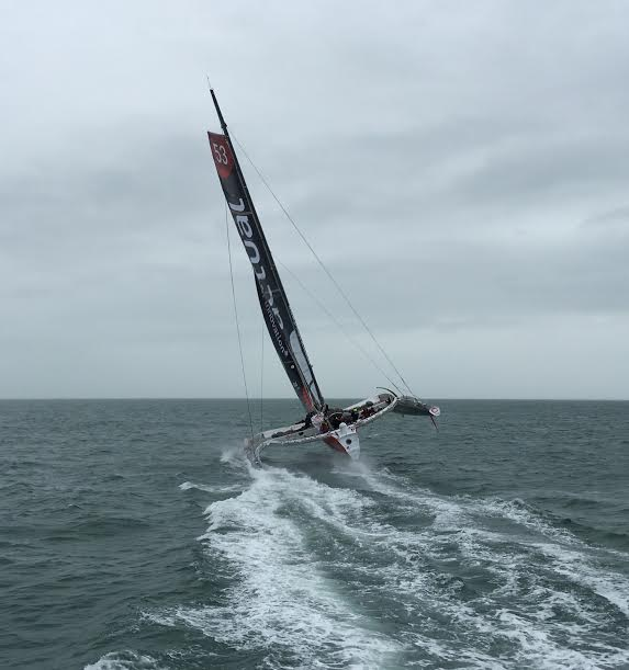 LE-MANS-PASSION-SHARE-Le-trimaran-ACTUAL-en-baie-de-QUIBERON-le-mercredi-16-décembre-2015-Photo-Autonewsinfo