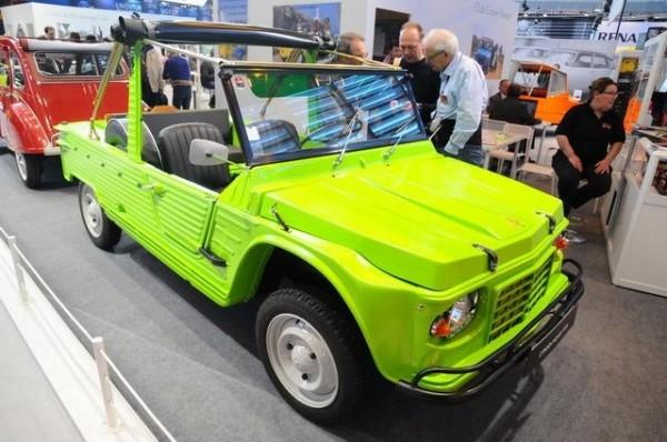 Rétromobile-2015-Toutes-les-années-70-symbolisées-dans-la-Mehari-Citroën.