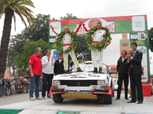 RALLYE-MAROC-HISTORIQUE-2012-1er-504-Coupe-VAISON-DUFFOUR-Photo-autonewsinfo