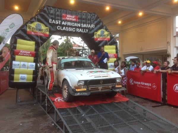 SAFARI KENYA 2015 6 La 504 Coupé PEUGEOT de l'équipe FYL de François LETRHIER et Arnaud DEBRON est à l'arrivée à MOMBASSA.