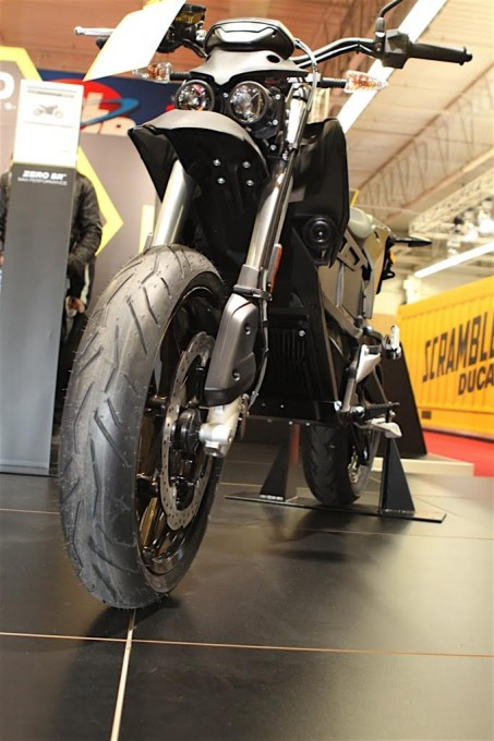 SALON-DE-LA-MOTO-2015-Stand-ZERO-Electrique-FXS-Photo-Jacques-SAMALENS