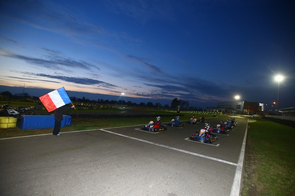 LE MANS PASSION accueille les navigateurs et les pilotes disputent une petite course de Karting sur la piste Alain PROST