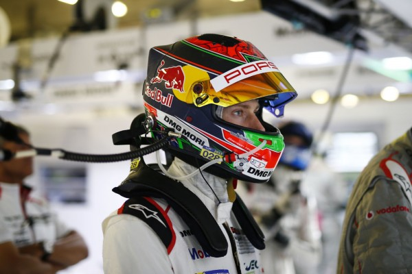 WEC-2015-SHANGHAI-Porsche-Teal-Brendon-Hartley