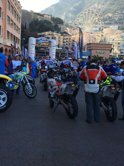 Africa Race 2016 - le parc fermé des motos - photo Jean-François Thiry.