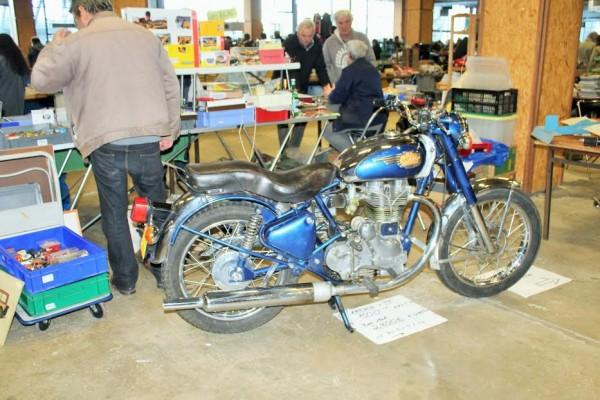 17ème-Puces-de-Nantes-ENFIELD-moto-moderne-de-1997-avec-un-look-terriblement-rétro...-Photo-Emmanuel-LEROUX
