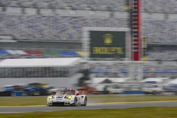 24-HEURES-DE-DAYTONA-2016-Porsche-911-RSR-Porsche-North-America-Earl-Bamber-Frederic-Makowiecki-Michael-Christensen.