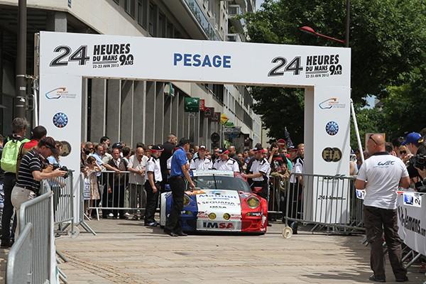 24-HEURES-DU-MANS-2013-PESAGE-Arrivee-de-la-PORSCHE-du-Team-IMSA-PERFORMANCE-1ére-convoquée-ce-dimanche-16-Juin-photo-Gilles-VITRY-