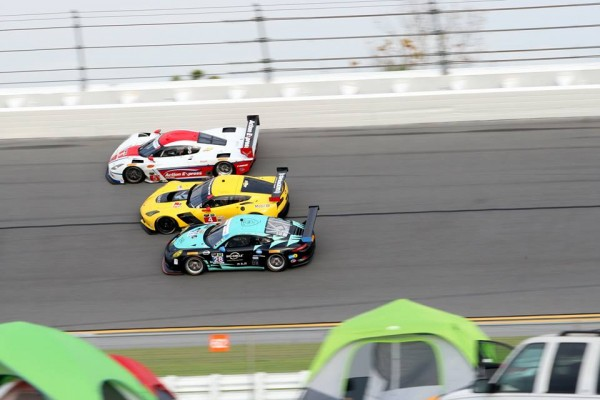 DAYTONA-2015-ROAR-Before-CORVETTE-ACTION-EXPRESS