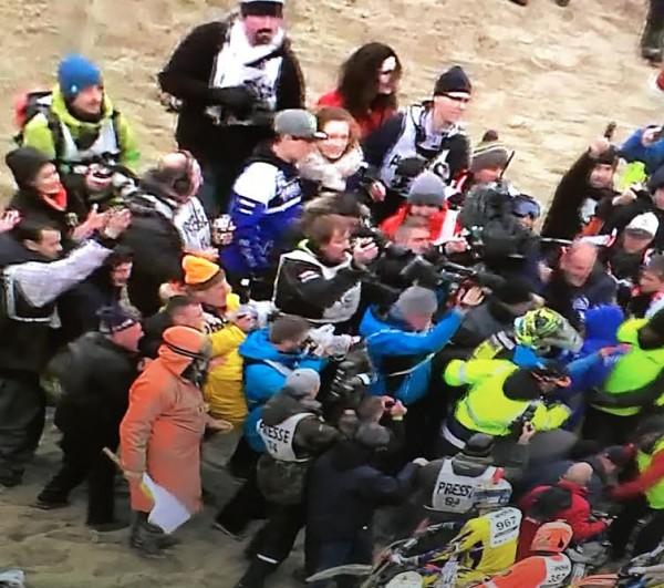 ENDUROPALE-DU-TOUQUET-2016-Adrien-VAN-BEVEREN-trés-entouré-aprés-sa-3éme-et-nouvelle-victoire-le-31-janvier