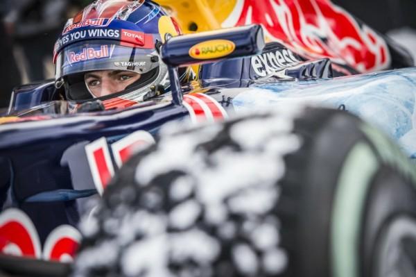 F1-14 Janvier 2016-Une monoplace de F1 avec Max VERSTAPPEN sur les pistes de ski de KITZBUHEL en Autriche-