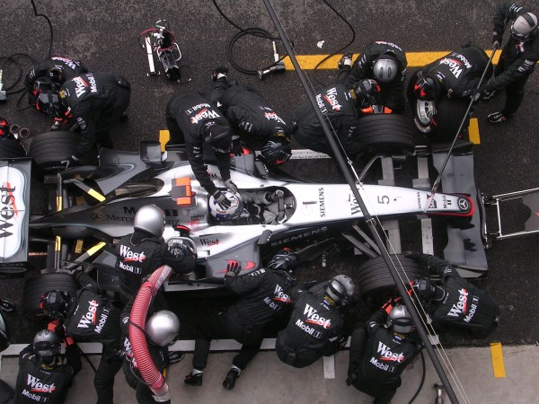 F1 2004 RAVITAILLEMENT Stand McLAREN