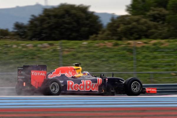 F1-2016-PAUL-RICARD-Essai-PIRELLI-Pneus-pluie-Lundi-25-Janvier-La-RED-BULL-RENAULT-de-Daniel-RICCIARDO-Photo-Antoine-CAMBLOR