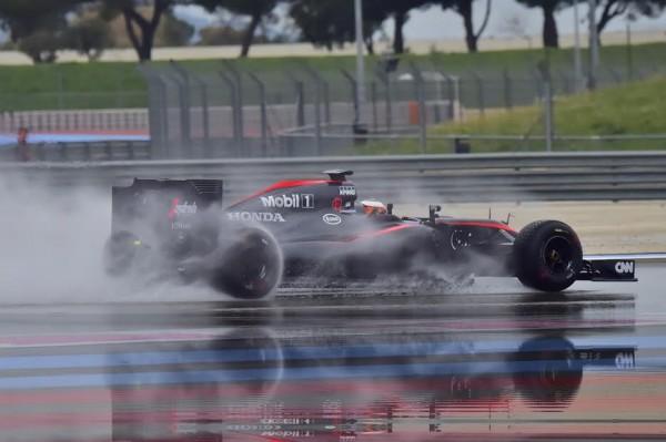 F1-2016-PAUL-RICARD-Essai-PIRELLI-Pluie-lundi-25-Janvier-La-McLAREN-de-STOFFEL-VANDOORNE-Photo-Max-MALKA-
