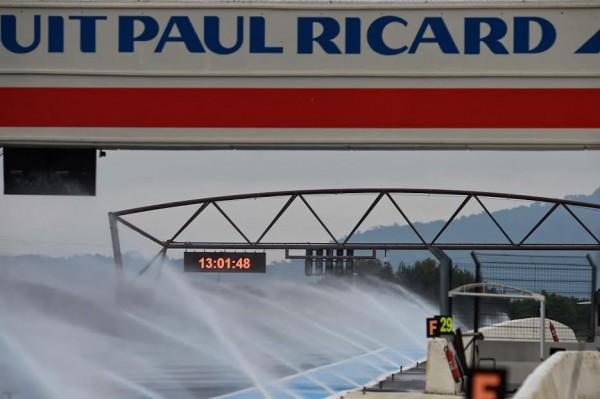 F1-2016-PAUL-RICARD-Essai-PIRELLI-Pneus-pluie-Lundi-25-Janvier-Arrosage-de-la-piste-Photo-Antoine-CAMBLOR