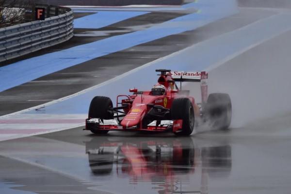 F1-2016-PAUL-RICARD-Essai-PIRELLI-Pneus-pluie-Lundi-25-Janvier-La-RED-BULL-de-Daniel-RICCIARDO-Photo-Max-MALKA-