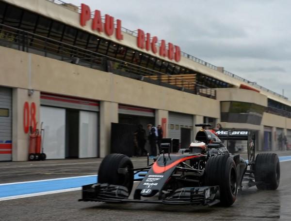 F1-2016-PAUL-RICARD-Essai-PIRELLI-Pneus-pluie-Lundi-25-Janvier-La-McLAREN-HONDA-de-STOFFEL-VANDOORENE-Photo-Antoine-CAMBLOR