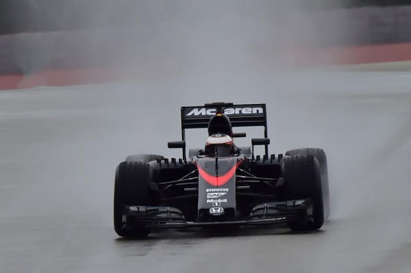 F1-2016-PAUL-RICARD-Essai-PIRELLI-Pneus pluie-Lundi 25 Janvier-La-McLAREN-HONDA-de STOFFEL VANDOORNE-Photo-Max MALKA