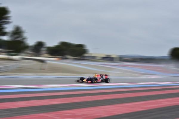 F1-2016-PAUL-RICARD-Essai PIRELLI-Pneus pluie-Lundi-25-Janvier-La-RED BULL de-Daniel RICCIARDO-Photo-Max MALKA
