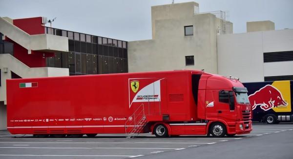 F1-2016-PAUL-RICARD-Essai-PIRELLI-Pneus-pluie-Lundi-25-Janvier-Transporteur-FERRARI-Photo-Max-MALKA