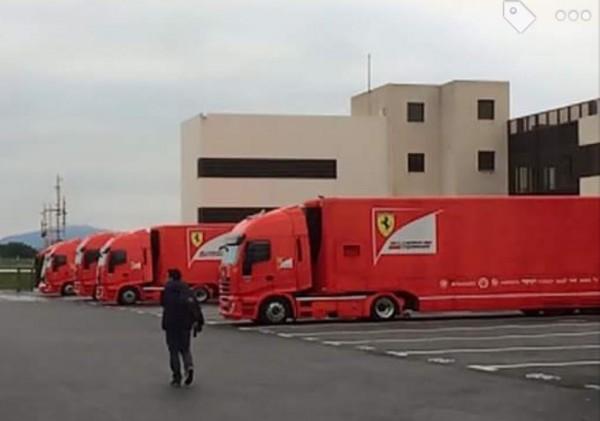 F1-2016-PAUL-RICARD-Essai-Pneumatiques-Les-transporteurs-FERRARI-mardi-26-Janvier-Photo Antoine CAMBLOR