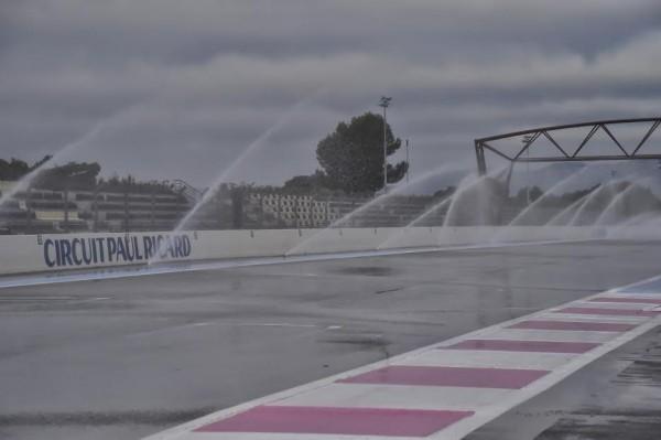 F1-2016-PAUL-RICARD-Essai-Pneumatiques-PIRELLI-Arrisage-de-la-piste-ce-mardi-26-Janvier-Photo-Max-MALKA