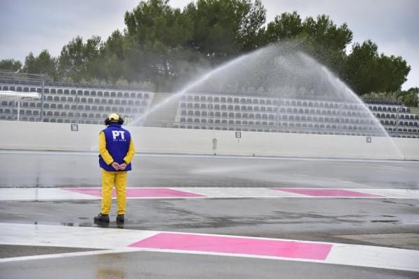 F1-2016-PAUL-RICARD-Essai-Pneumatiques-PIRELLI-Arrosage-de-la-piste-mardi-26-Janvier-Photo-Max-MALKA