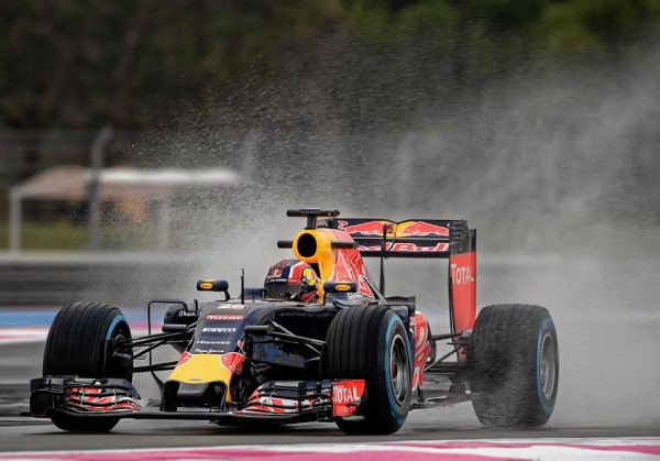 F1-2016-PAUL-RICARD-Essai-Pneumatiques-PIRELLI-Daniil-KVYAT-Team-RED-BULL-mardi-26-Janvier-Photo-Antoine-CAMBLOR.
